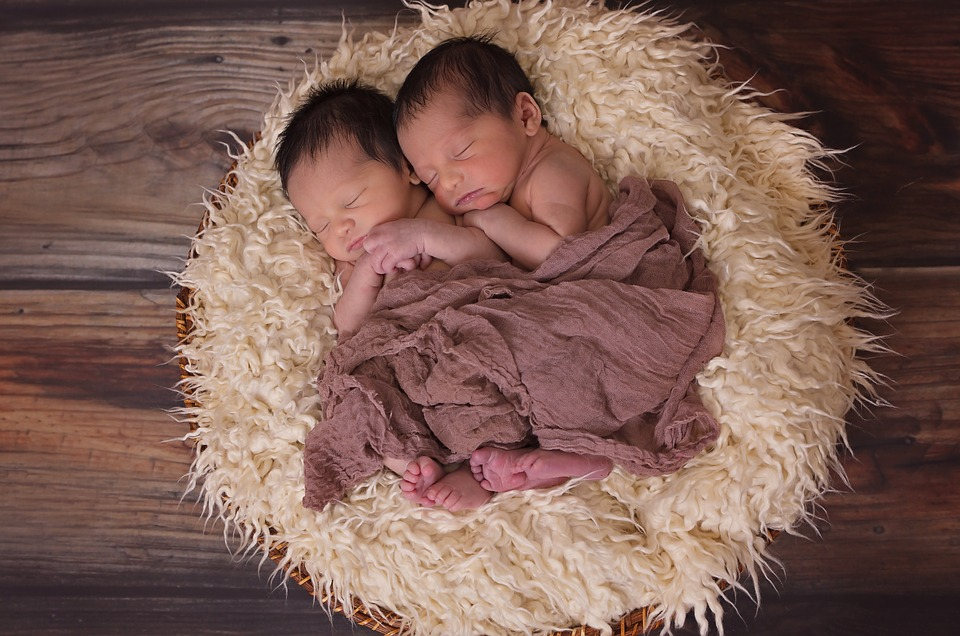 Усиновлення дітей